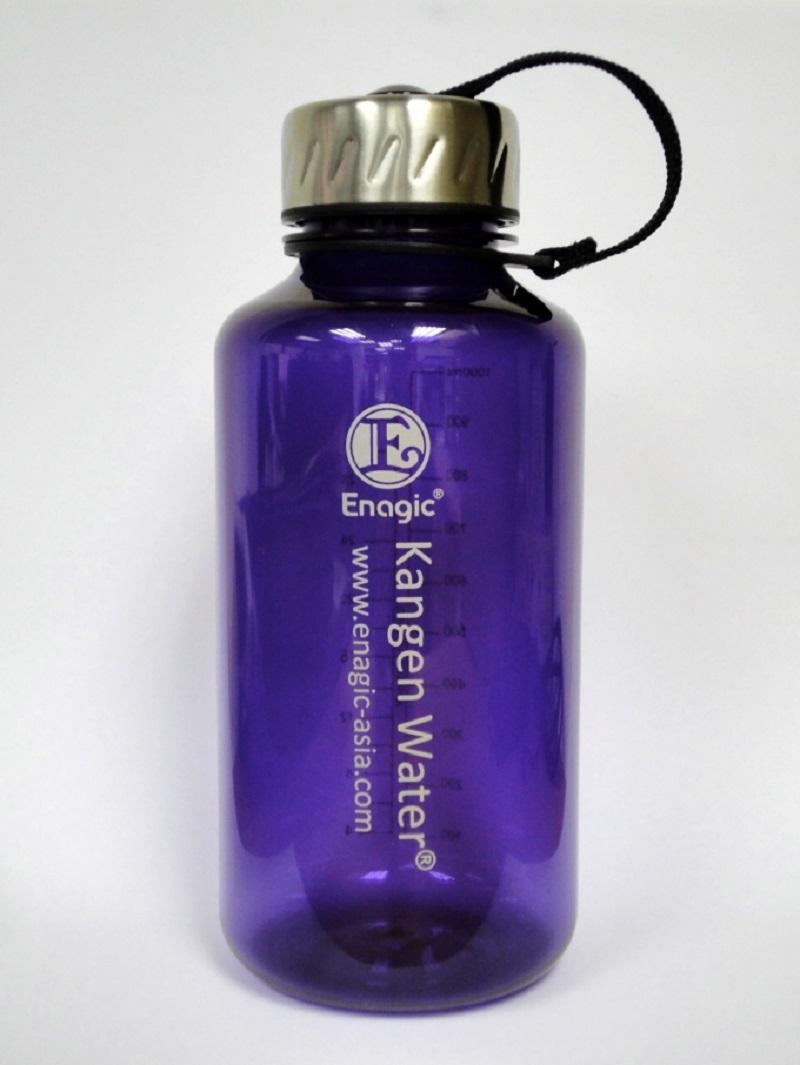 Chai đựng nước ion kiềm Kangen 1000ml bày bán tại Vitamia