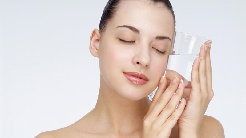 Nước ion axit yếu từ máy lọc điện giải ion kiềm rất hữu ích trong việc làm đẹp da