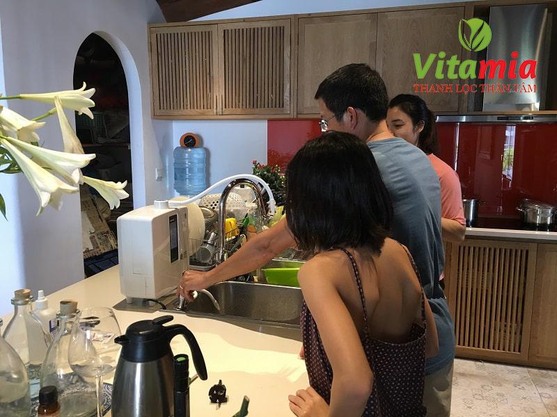 Máy lọc nước Kangen tạo axit mạnh được nhiều gia đình Việt tin dùng