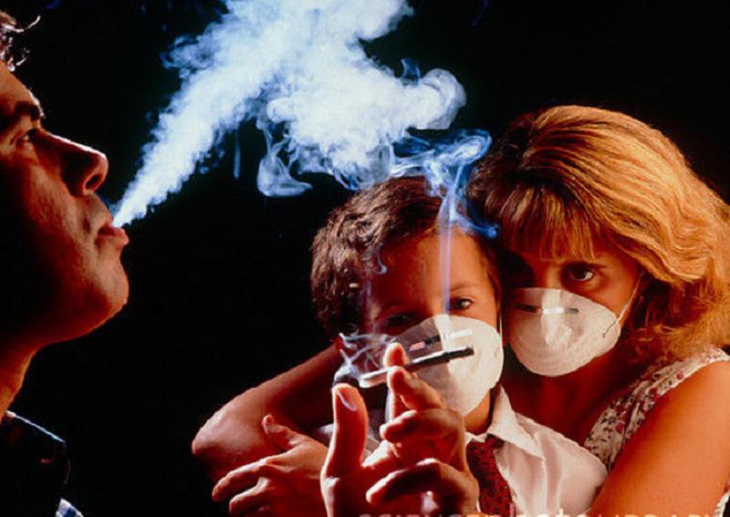 Trẻ sơ sinh và trẻ nhỏ là những đối tượng được khuyến cáo không nên tiếp xúc với khói thuốc