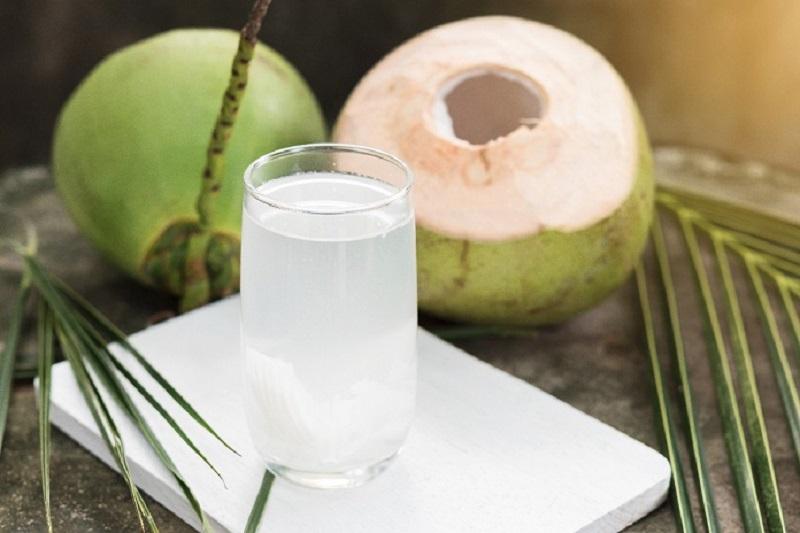 Nước dừa - Loại nước uống chữa say nắng nhanh chóng