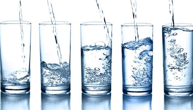 Nước tinh khiết là gì? Cách phân biệt nước tinh khiết và nước khoáng